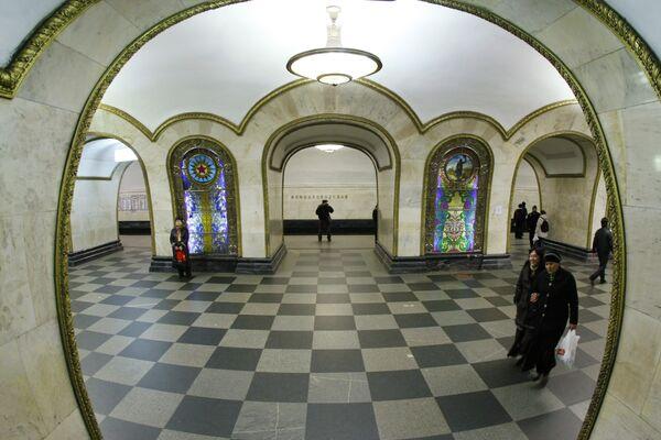 Станция метро Новослободская (кольцевая)