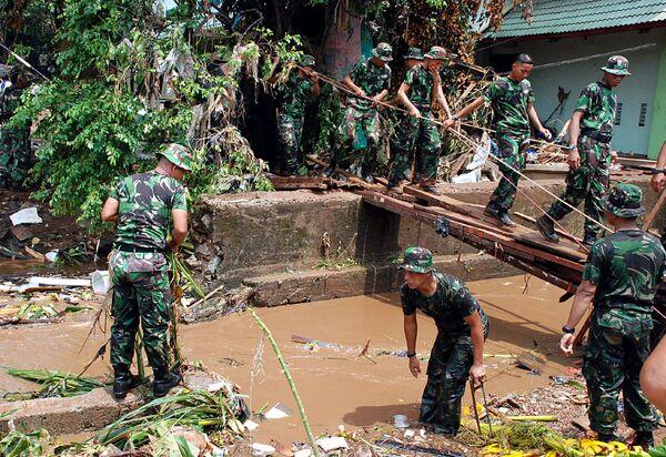 Прорыв плотины под Джакартой