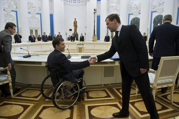 Президент России Д.Медведев провел заседание Совета по делам инвалидов в Кремле