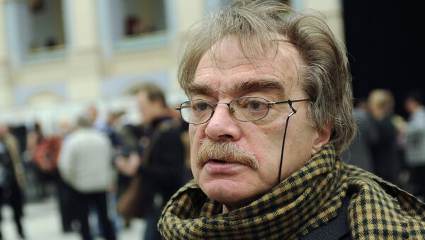 Александр Адабашьян на чрезвычайном съезде Союза кинематографистов в Москве. Архив
