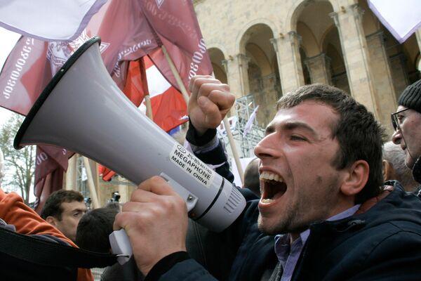 МВД опровергает распространенную информацию о том, что якобы во время акции протеста оппозиции на проспекте Руставели была попытка заглушить аудиоаппаратуру