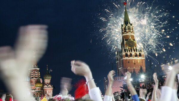 Праздничный фейерверк в День Победы на Красной площади