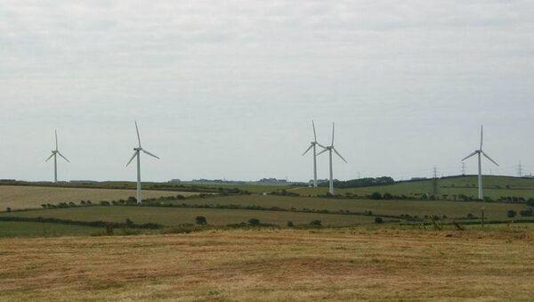 Ветряные двигатели - одна из достопримечательностей продуваемого всеми ветрами острова Энглси