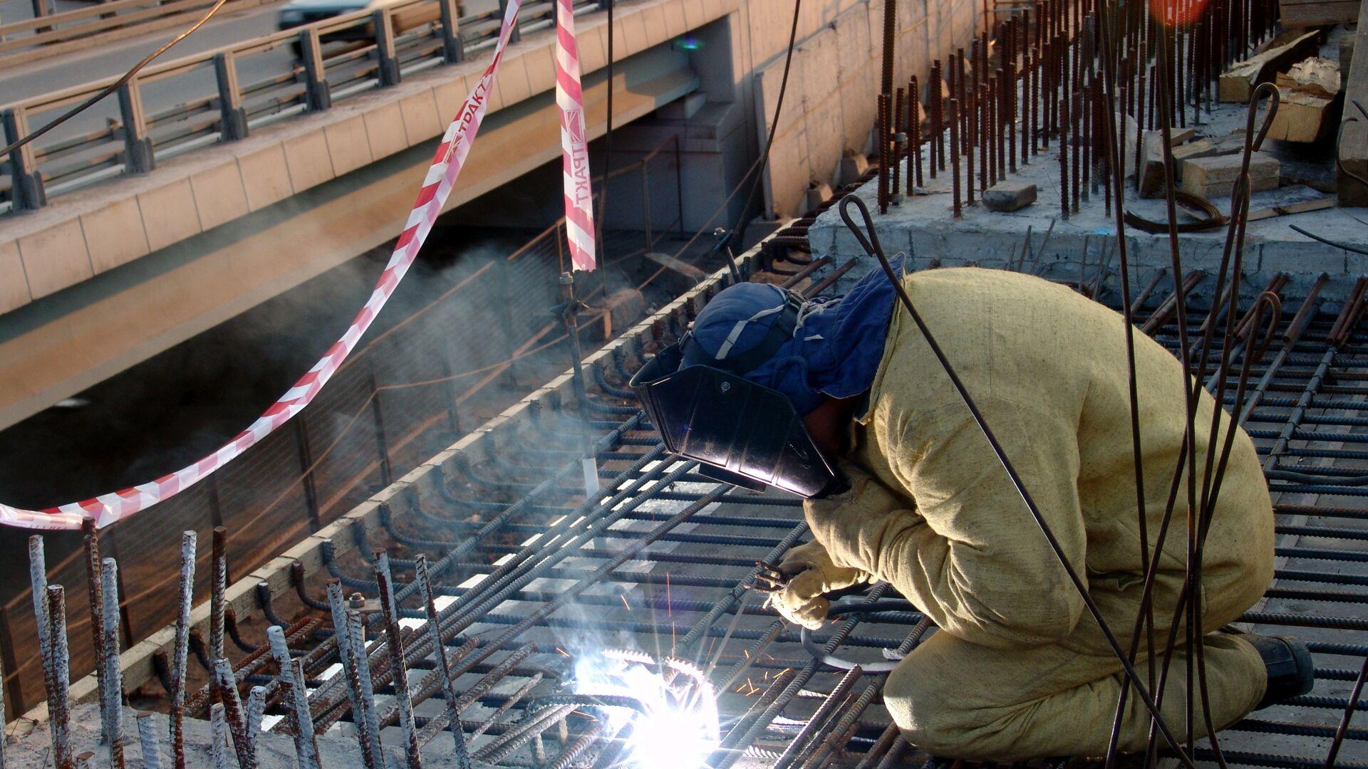 Строительство новой эстакады в районе развязки третьего транспортного кольца и Звенигородского шоссе - РИА Новости, 1920, 31.01.2021