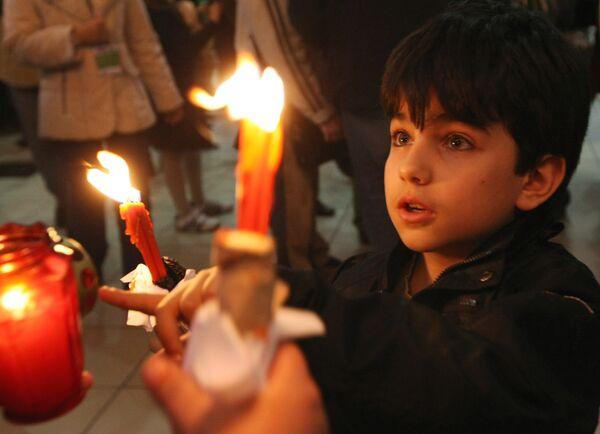 Патриарх Иерусалимский начал молиться о даровании Благодатного огня