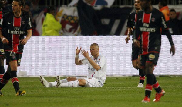 Нападающий Лиона Карим Бензема во время матча против ПСЖ