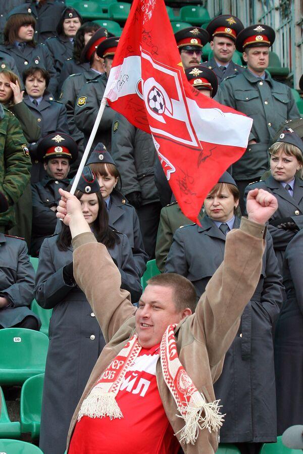 Спартак просит завести уголовное дело за нацистский баннер в Казани