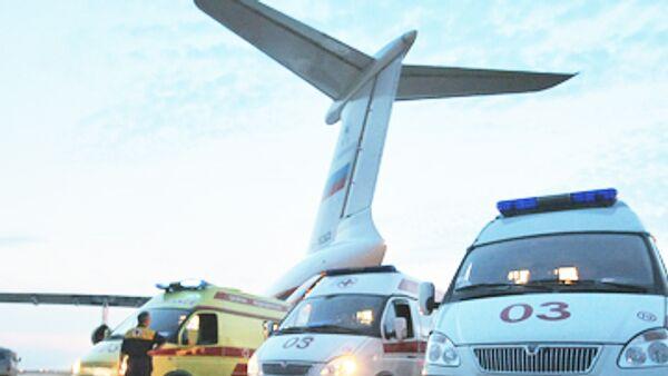 Девочка, для спасения которой экстренно сажали самолет, едет домой