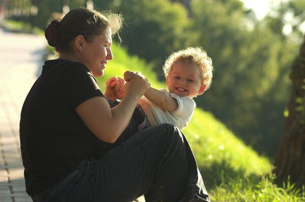 Мама с ребенком. Архив