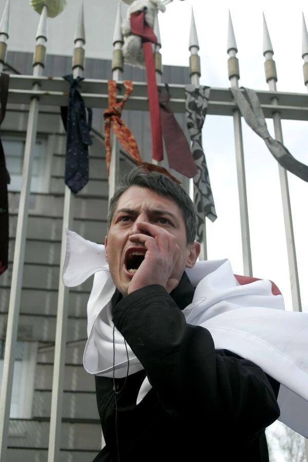 Грузинская оппозиция отказывается работать над конституцией
