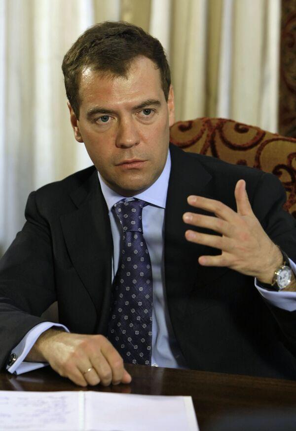 Медведев намерен унифицировать сроки полномочий глав КС, ВС и ВАС РФ