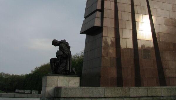 Монумент Воину-освободителю в Трептов-парке в Берлине. Архивное фото