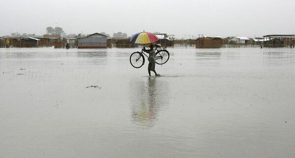 Последствия циклона Айла в восточном индийском штате Западная Бенгалия