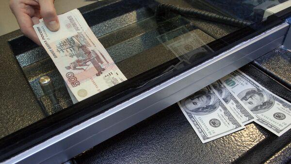 Сбербанк возвращается к практике выдачи населению валютных кредитов