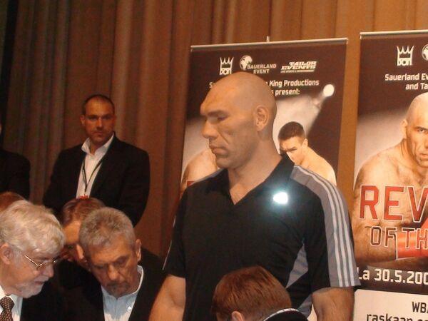 Николай Валуев на взвешивании перед боем против Чагаева