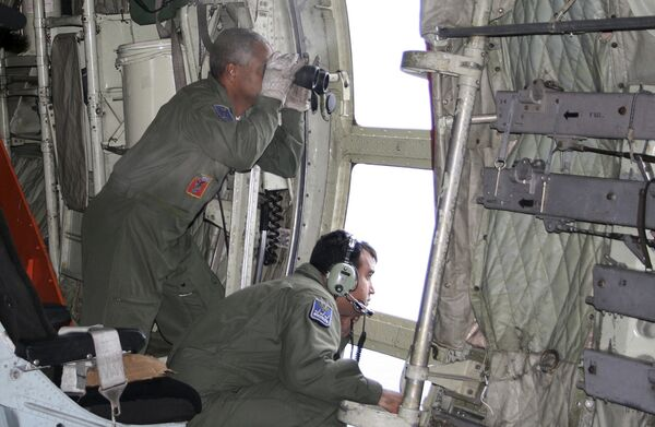 Вертолет бразильских ВВС во время поисковой операции в районе падения самолета A330