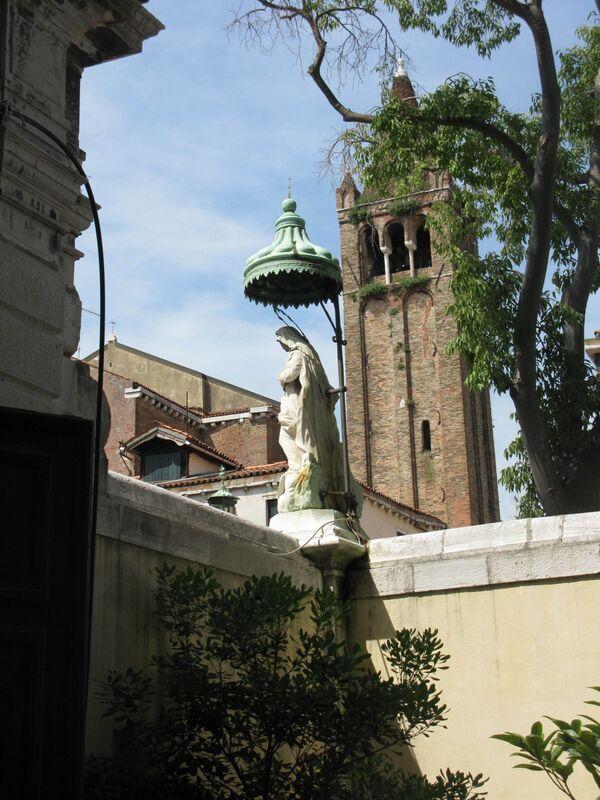 Часть Венецианской арт-биеннале переедет в ЦСК Гараж в Москву