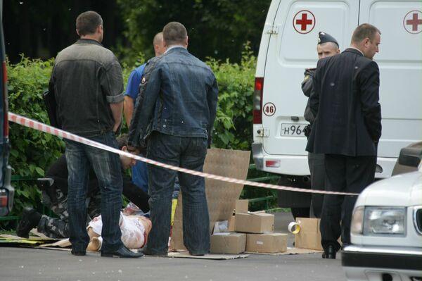Неизвестный застрелил мужчину во дворе дома на западе Москвы