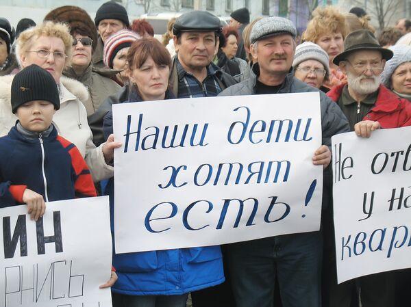 Работники Русского вольфрама во время митинга в Приморье. Апрель 2009