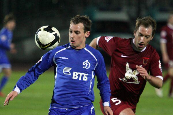 Петр Быстров (справа)