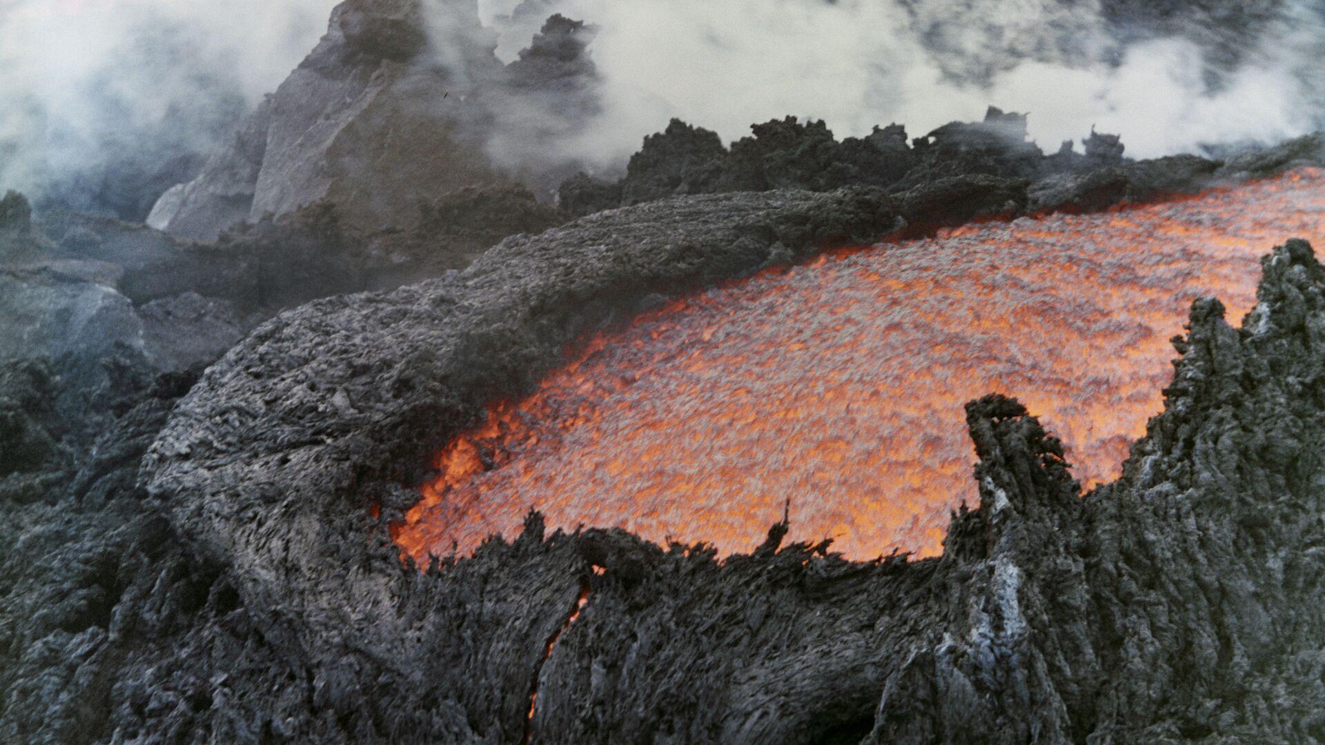 Извержение вулкана Толбачик - РИА Новости, 1920, 30.03.2021