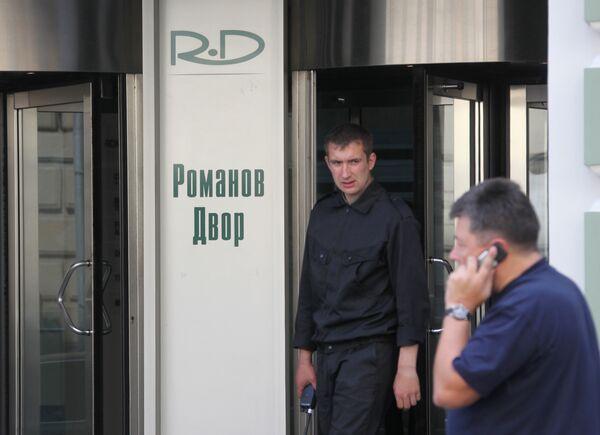 Обыски проходили в бизнес-центре Романов двор в Москве