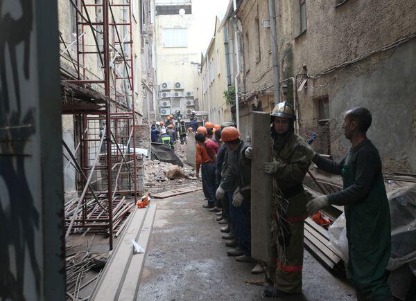 Обрушение здания на Садовнической набережной в центре Москвы