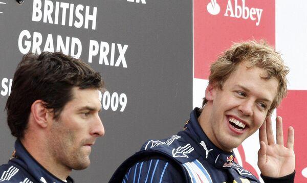 Марк Уэббер (слева) и Себастьян Феттель после финиша Гран-при Великобритании