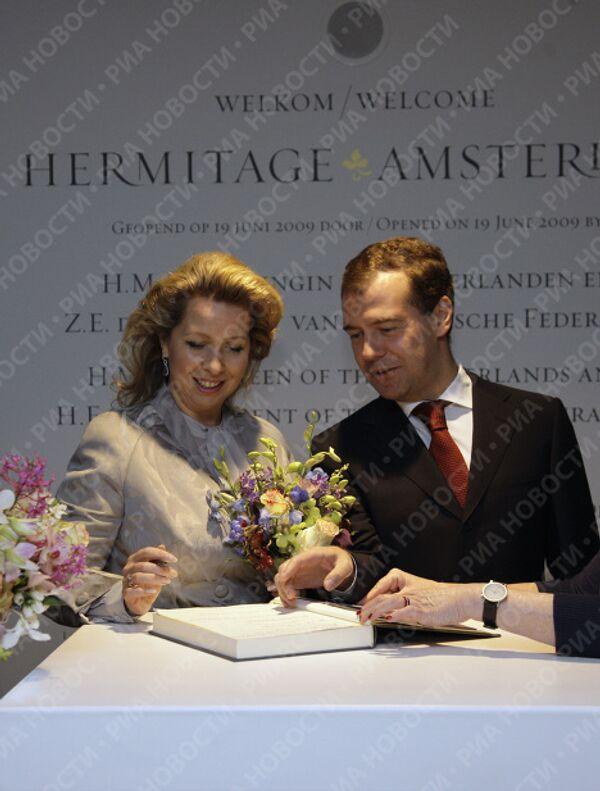 Д.Медведев с супругой в Эрмитаже на Амстеле