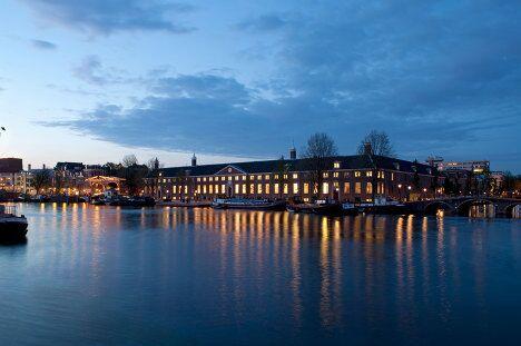 Ночной вид Эрмитажа в Нидерландах