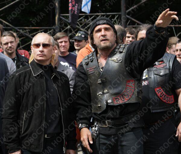 Премьер-министр РФ В.Путин посетил мотоклуб Ночные волки в Москве