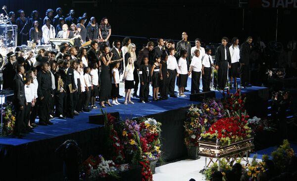Церемония прощания с Майклом Джексоном в лос-анджелесском комплексе Staples