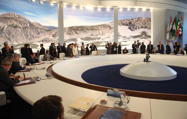 Лидеры стран «большой восьмерки» на саммите в Италии не смогли выработать единой стратегии по стимулированию мировой экономики для  выхода из кризиса