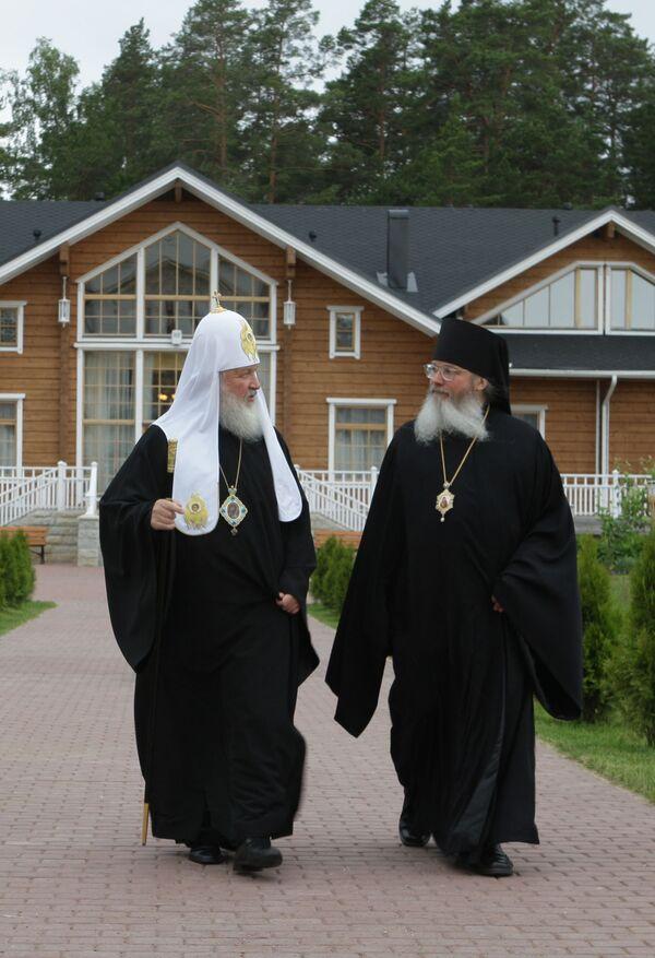 Патриарх Московский и всея Руси Кирилл и наместник Валаамского монастыря владыка Панкратий
