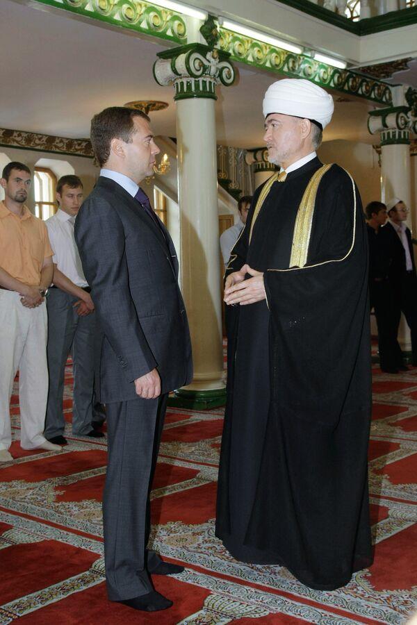 Президент РФ Дмитрий Медведев посетил Соборную мечеть Москвы