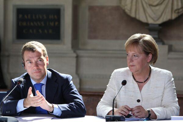Лидеры России и Германии на заседании Петербургский диалог в Мюнхене