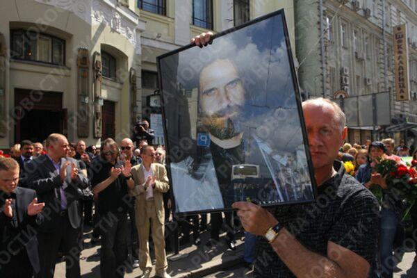 Во время церемонии прощания с российским композитором Павлом Смеяном у здания Ленкома