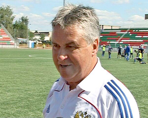 Хиддинк провел тренировку женской сборной России по футболу