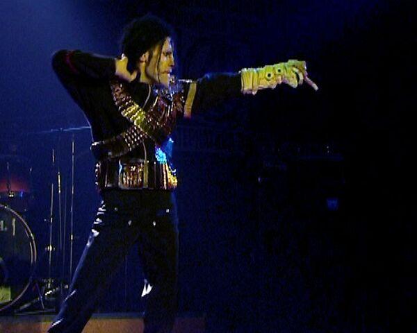 Фанаты Джексона молодеют: после смерти певец стал кумиром 17-летних