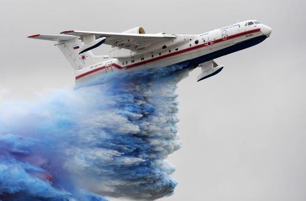 Самолет-амфибия БЕ-200. Архив