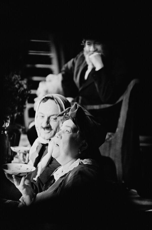 Семён Фарада во время спектакля в театре на Таганке