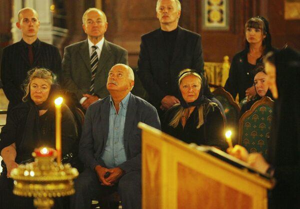 Юлия Субботина, Никита Михалков, Татьяна Михалкова на церемонии прощания с Сергеем Михалковым
