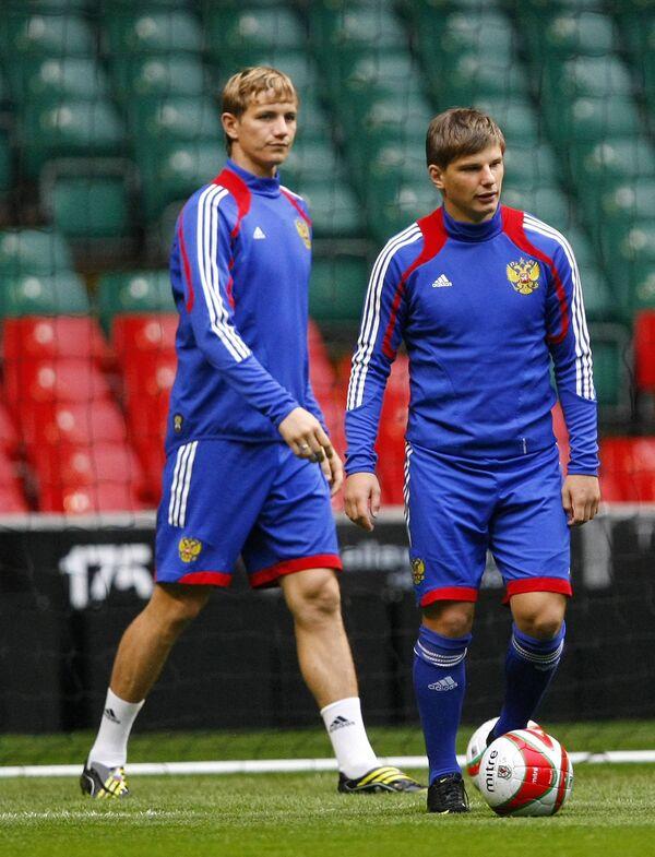 Роман Павлюченко (слева) и Андрей Аршавин