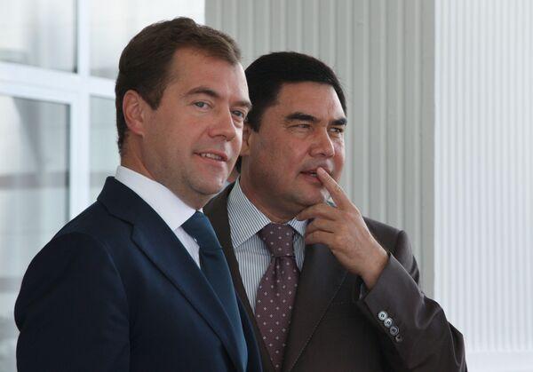 Президент России Дмитрий Медведев и президент Туркмении Гурбангулы Бердымухамедов. Архив
