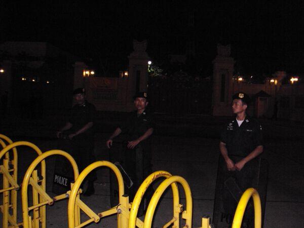 Полицейский кордон вокруг площади в Бангкоке