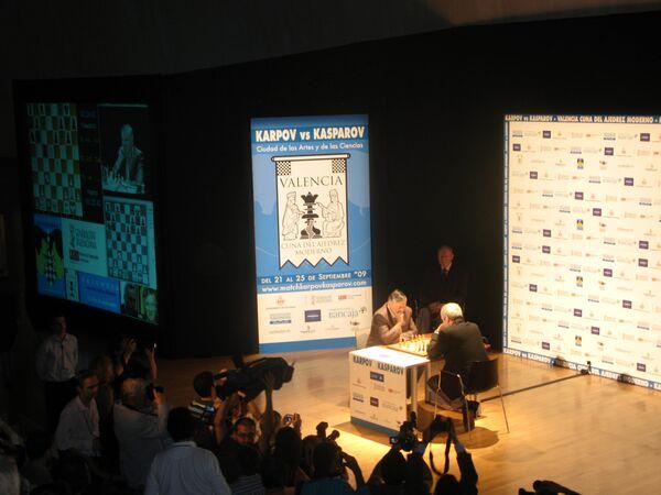 Вторая серия партий между Карповым и Каспаровым началась в Валенсии