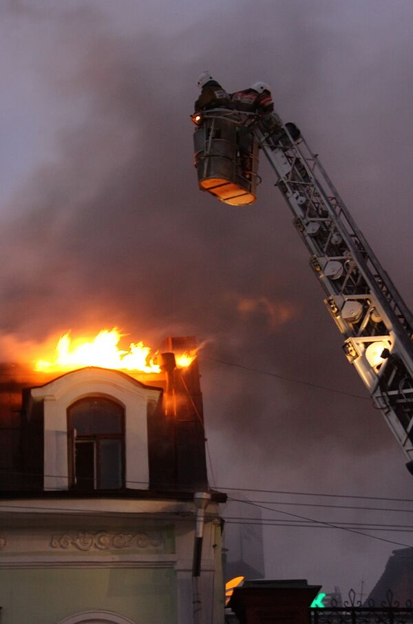 Пожар в трехэтажном деревянном жилом доме в Екатеринбурге