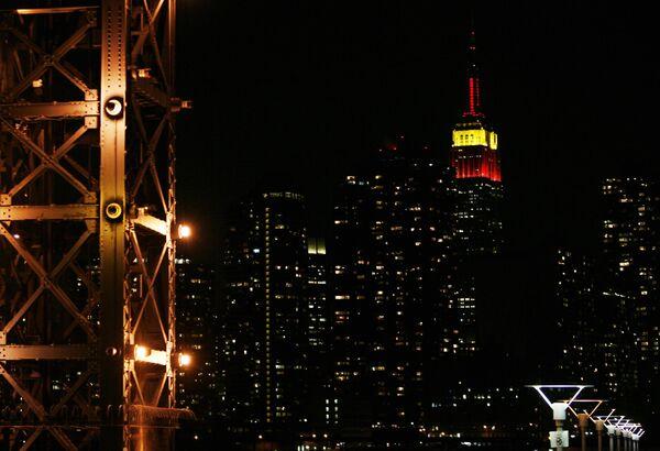 Эмпайр-стейт билдинг покраснел в честь 60-летия КНР