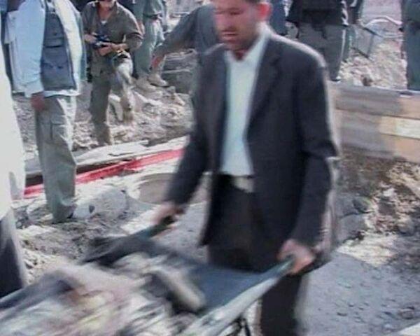 Террорист-смертник взорвал машину в центре Кабула. Видео с места событий