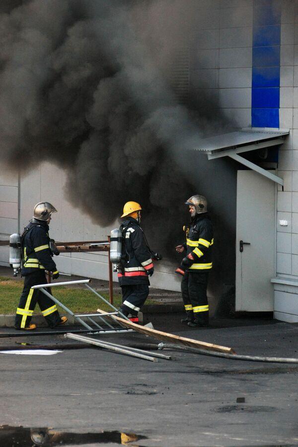 Электроподстанция горит на юге Москвы